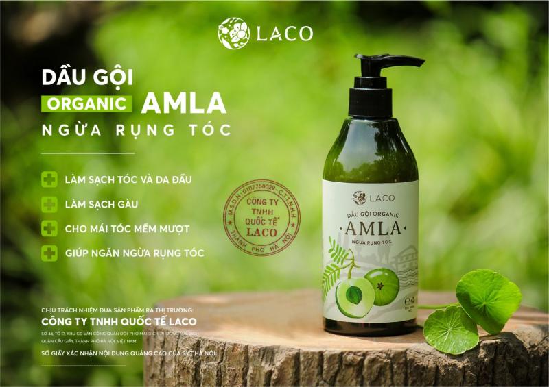 Khách hàng cùng bộ ba sản phẩm chăm sóc tóc của Amla