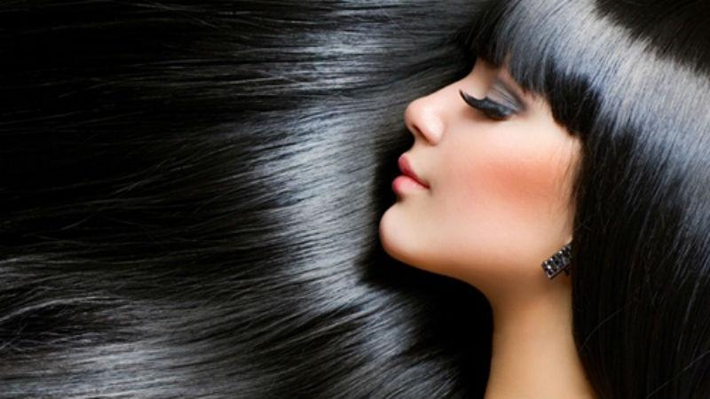 Mái tóc đen mềm mượt thu hút mọi ánh nhìn