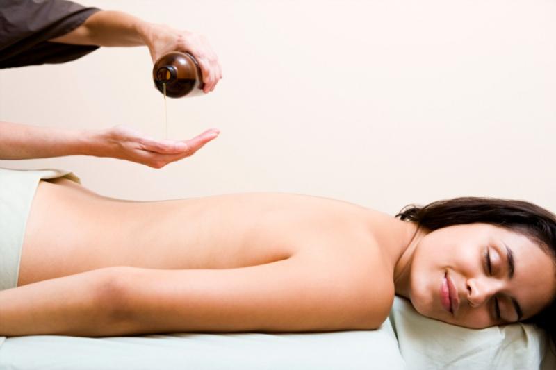 Dầu Massage thảo dược Tanamera giúp thư giãn các giác quan, hỗ trợ giải độc tố cơ thể, thúc đẩy quá trình tuần hoàn máu và giảm bớt sự căng thẳng, mang lại làn da mịn màng, mượt mà cùng hương thơm tự nhiên thư giãn