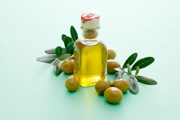 Hãy nhớ chọn dầu oliu có nguồn gốc nhé!