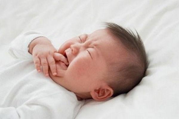 Đau răng hay viêm lợi ở trẻ có thể là biểu hiện của hệ tiêu hóa hoạt động không được tốt