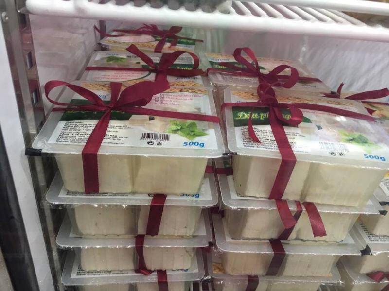 Đậu phụ tươi Dafusa được sản xuất theo qui trình khép kín giúp sản phẩm giữ được hương vị đặc trưng và thành phần dinh dưỡng của hạt đỗ tương, rất tốt cho sức khỏe của người dùng.