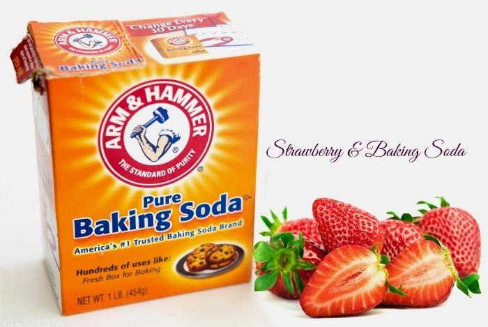Pha loãng baking soda thành hỗn hợp sau đó nhúng dâu vào dung dịch và chà mạnh vào những vùng răng ố vàng, thực hiện 3 lần 1 tuần, những mảng bám đáng ghét sẽ sớm biến mất trong thời gian tới thôi.