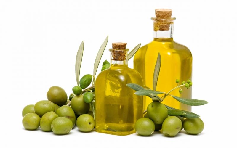 Dầu thầu dầu rất giàu vitamin E và các axit béo giúp tóc mọc dày hơn