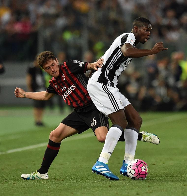 Calabria đang tranh chấp với Pogba