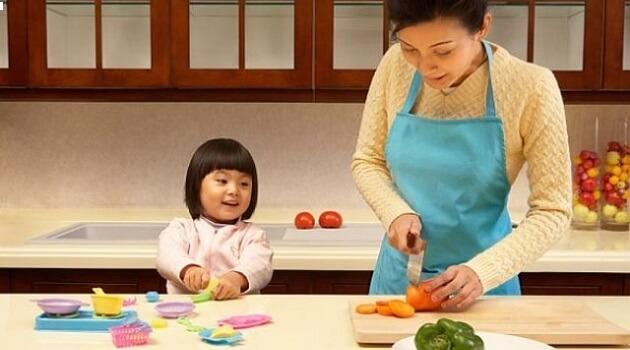 Dạy bé nấu ăn