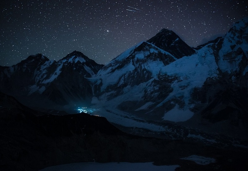 Vẻ đẹp hùng vĩ, thơ mộng của dãy Himalaya vào buổi tối