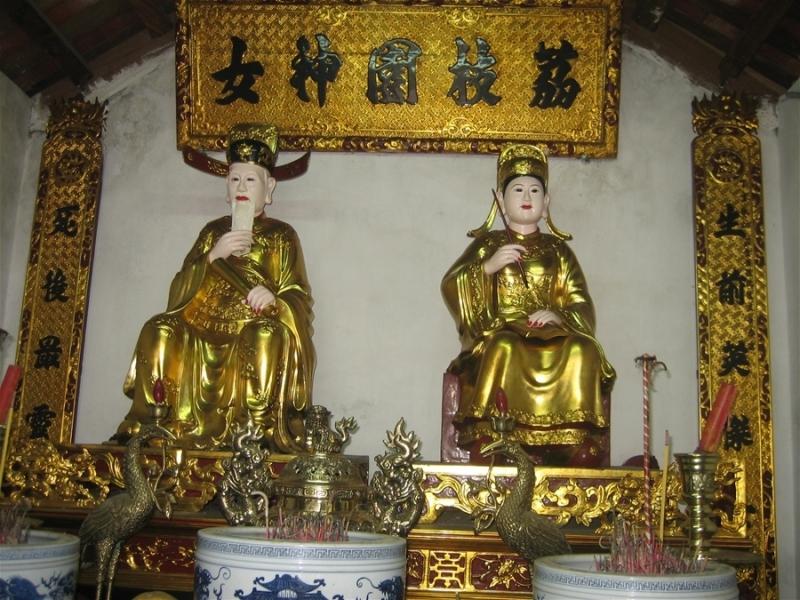 Tượng Nguyễn Trãi Nguyễn Thị Lộ tại khu tưởng niệm Lệ Chi Viên
