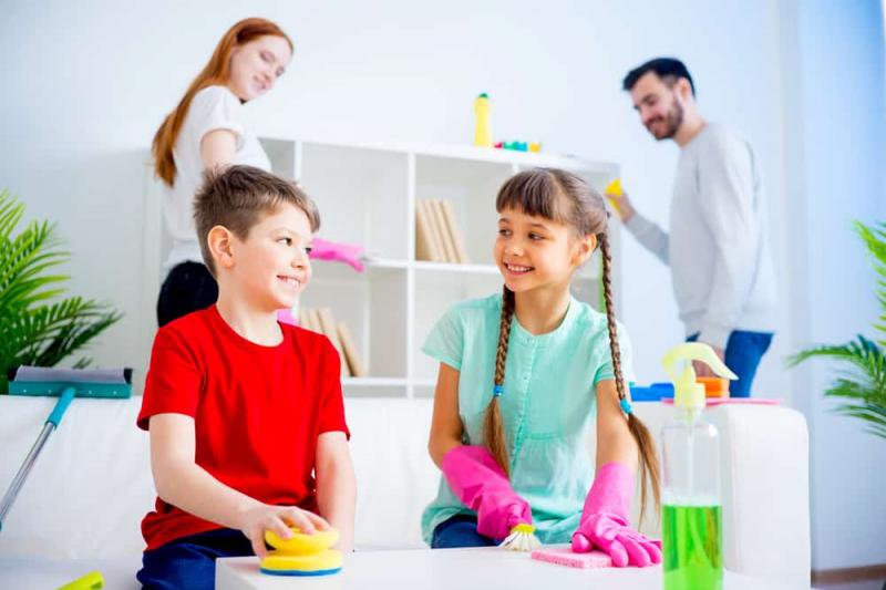 Dạy trẻ về bình đẳng giới bằng cách tập làm việc nhà