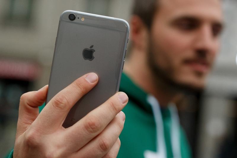 iPhone quốc tế rất tiện lợi để thay đổi sim cho công việc