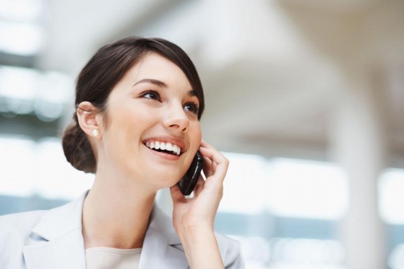 Không nên đặt điện thoại quá sát tai khi đàm thoại
