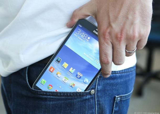 Để điện thoại trong túi quần có thể gây vô sinh