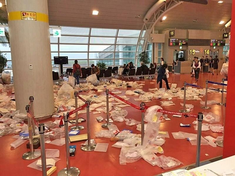 Sân bay Jeju bị du khách Trung Quốc biến thành bãi rác - Nguồn: Sưu tầm