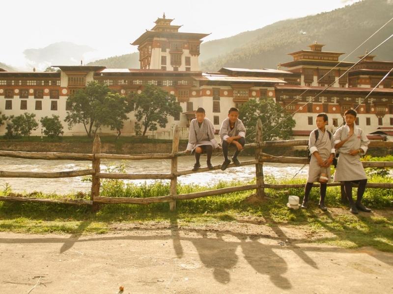 Khoản phí bạn trả khi du lịch Bhutan sẽ được nước này dùng cho đầu tư giáo dục.