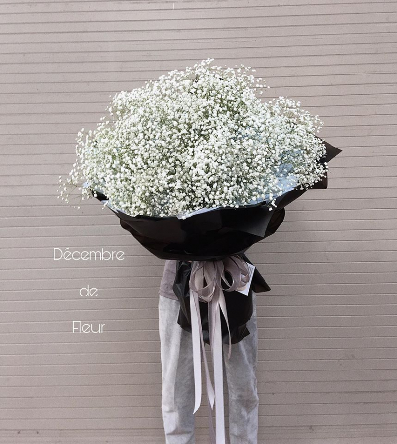 Baby trắng như lòng em trắng trong. Có cô gái nào lại không rung động khi nhận được bó hoa như này chứ?