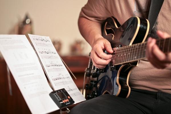 Đệm hát nên chơi loại đàn nào?