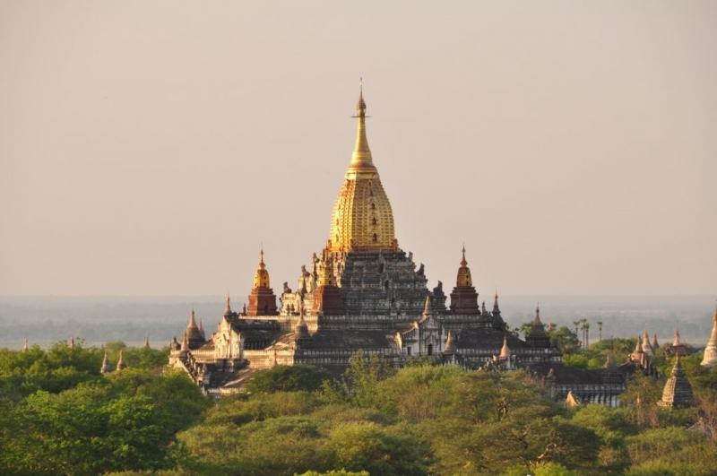 Đền Ananda (Bagan) với vẻ đẹp nguy nga, tráng lệ từ xa nhìn lại