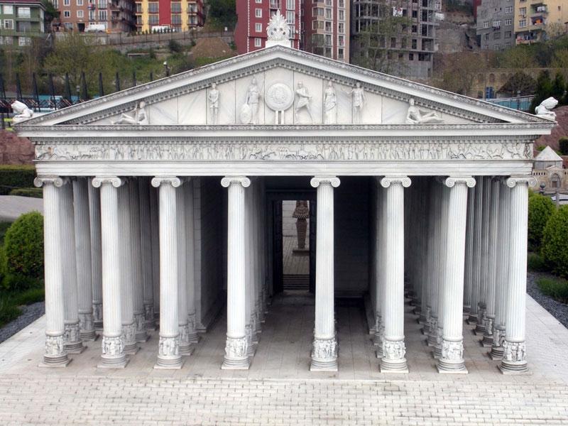 Đền thờ nữ thần săn bắn Artemis được xây dựng với vật liệu là đá cẩm thạch được thiết kế bởi hai cha con kiến trúc sư nổi tiếng Chersiphron