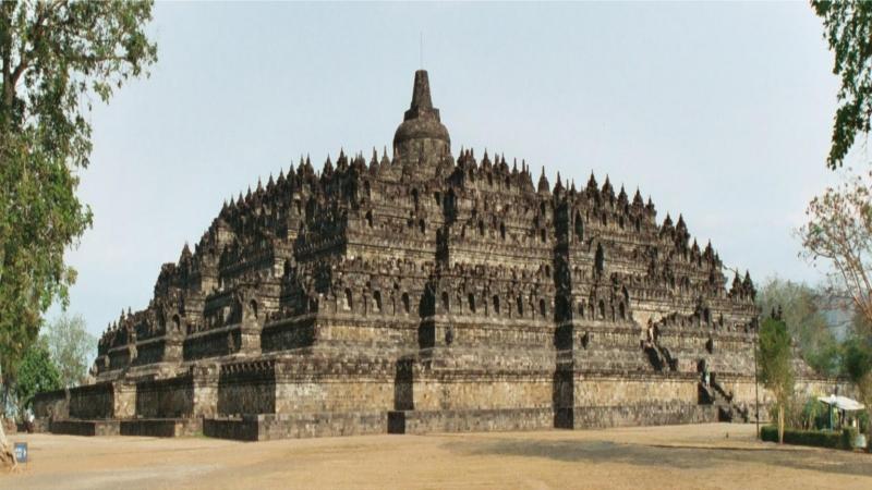 Đền thờ Phật Giáo lớn nhất thế giới của đất nước vạn đảo.