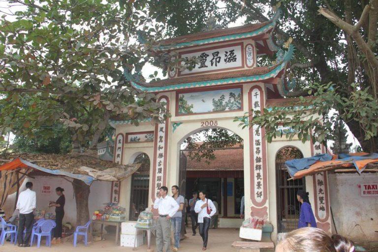 Đền Cô Bé Suối Ngang.