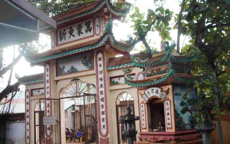 Đền thờ Cô bé Suối Ngang