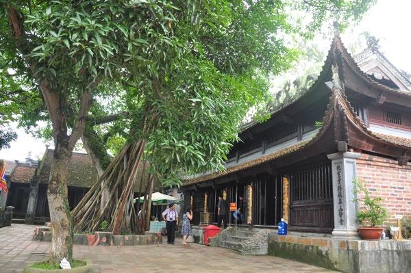 Một góc đền Cửa Ông