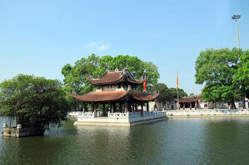 Khuôn viên tại Đền Đô