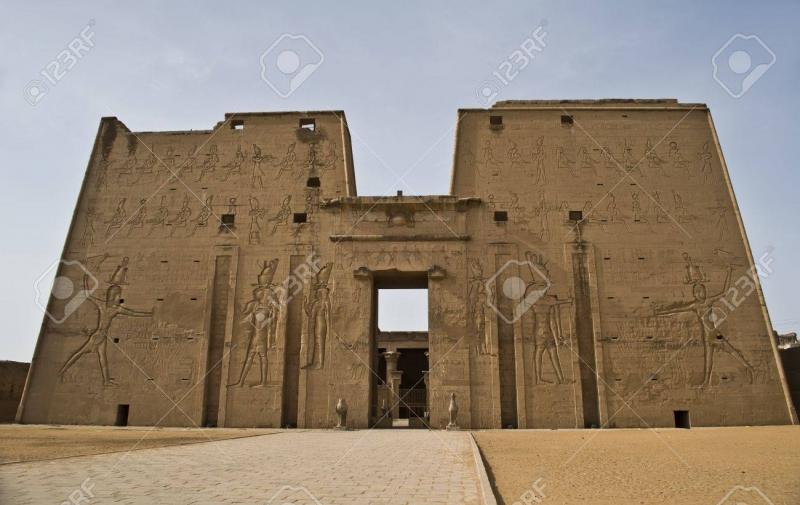 Đền Edfu - ngôi đền của ký ức.