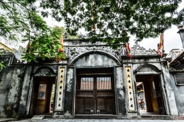 Cổng Đền Nghè (An Biên cổ miếu) rất đẹp và hoành tráng, uy nghi
