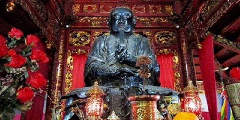 Tượng Huyền Thiên Trấn Vũ trong đền Quán Thánh