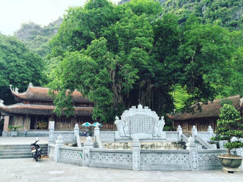 Vẻ đẹp bình yên của đền