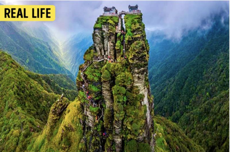 Đền thờ trên núi Fanjing ở Tongren, China