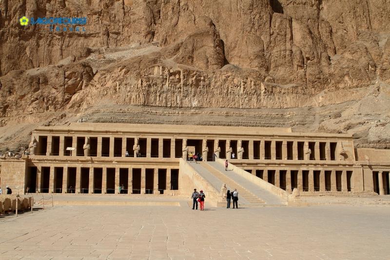 Toàn cảnh đền thờ Mortuary.