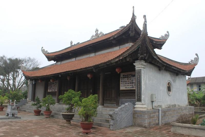 Chính điện đền thờ Nguyễn Công Trứ