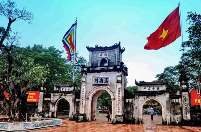 Cổng chính của đền Trần