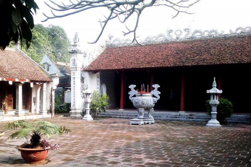 Chính điện Đền Trần Thương