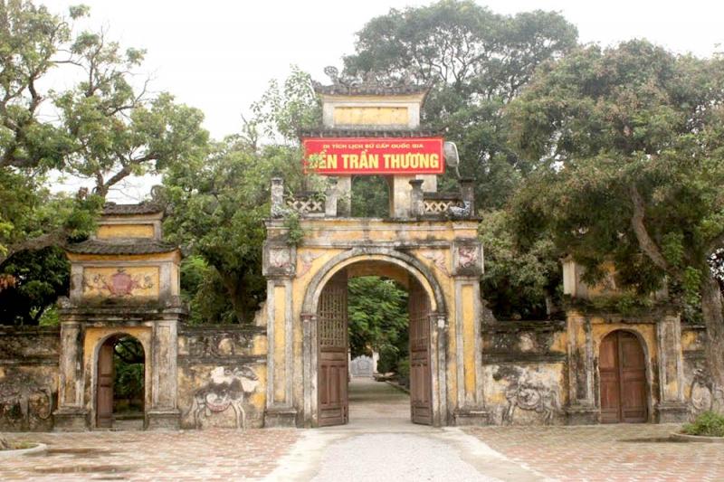 Cổng tam quan đền Trần Thương