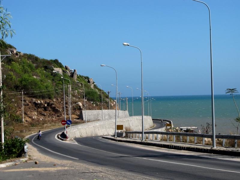 Đèo Nước Ngọt thuộc huyện Đất Đỏ, cách biển Long Hải khoảng 2km