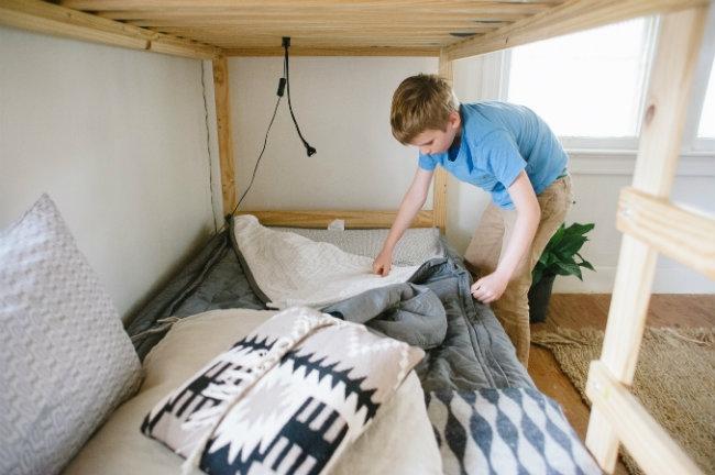 Cùng trẻ dọn dẹp phòng ngủ