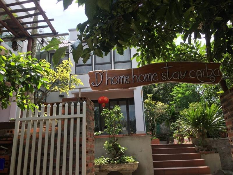Tấm biển gỗ chào đón khách đến với D'Home homestay.