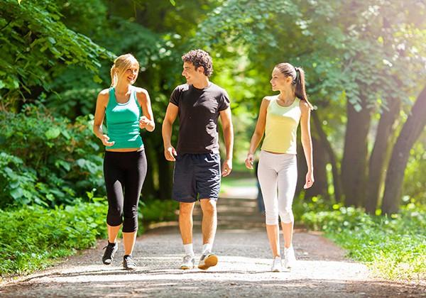 Đi bộ giúp giảm cân