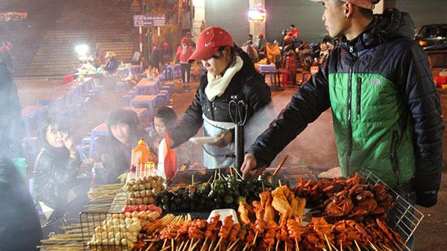 Snacks at Da Lat night market are delicious and cheap
