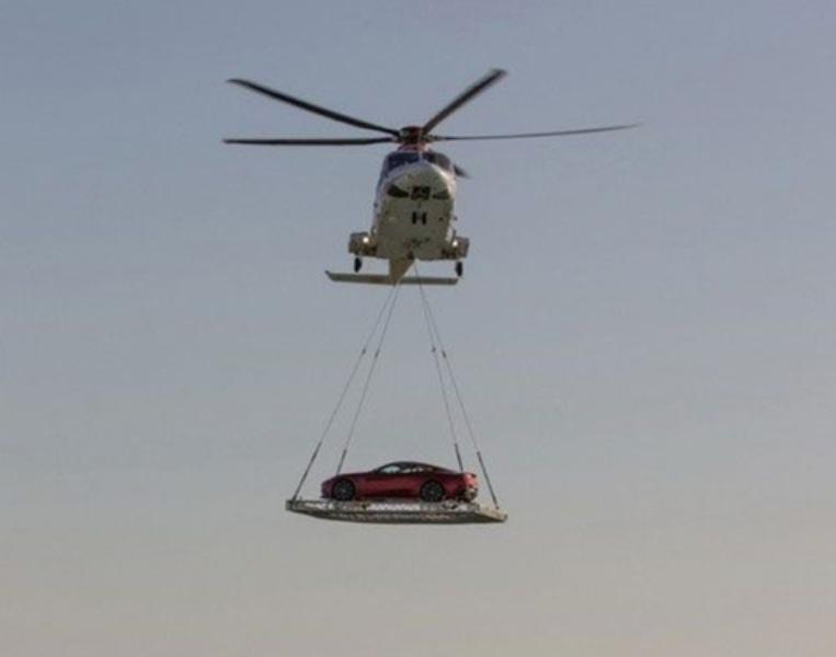 Di chuyển siêu xe bằng trực thăng