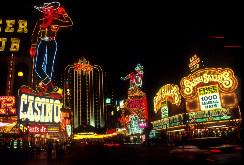 Las Vegas náo nhiệt về đêm sẽ khiến bạn thích thú (Nguồn: Sưu tầm)