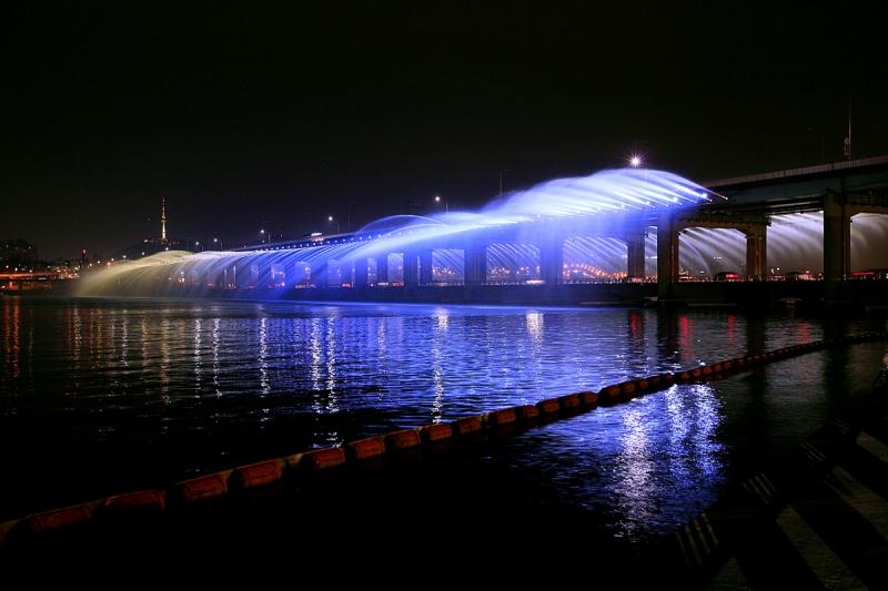 Đi dạo dọc bờ sông Hàn về đêm - một trải nghiệm tuyệt vời ở Hàn Quốc (Nguồn: Sưu tầm)