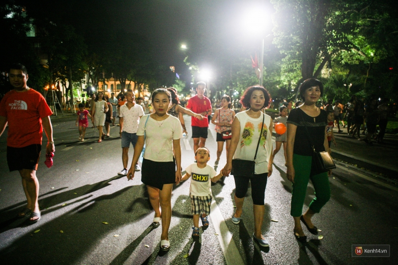 Đi dạo vào buổi tối