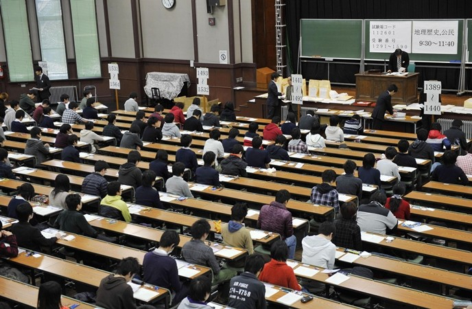 Lớp học với đầy đủ học sinh