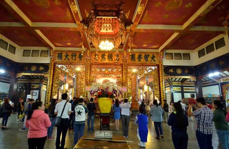 Nên lễ Phật với tấm lòng thành kính để thân tâm an lạc và trí tuệ minh mẫn hơn