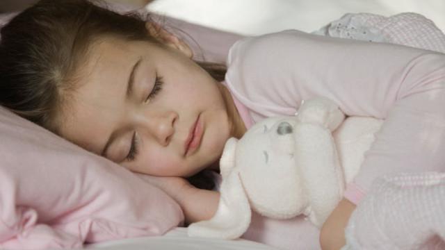 Hãy đi ngủ sớm và ngủ đủ giấc để có sức khỏe tốt vào mùa lạnh