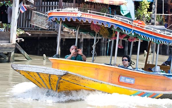Đi thuyền dọc sông Chao Phraya bằng Express Boat